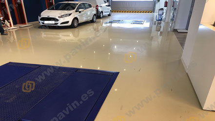 Pavimento autonivelante para concesionario de coches