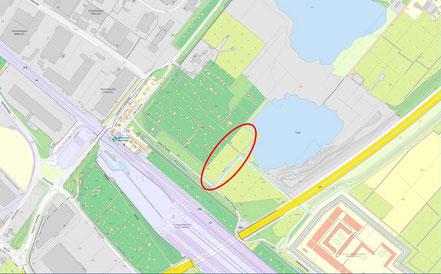 Rechts der A1 liegt die JVA. Am unteren Ende der Elipse ist die Bahnstrecke.