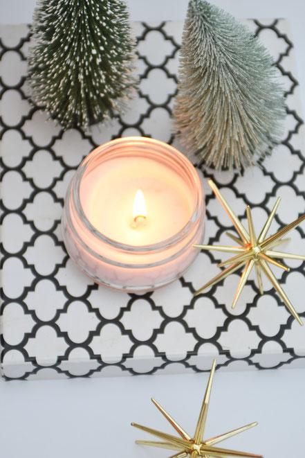 Winterliche Pflege: Die besten Entspannungstricks in der Vorweihnachtszeit, wie mit tollen Duftkerzen.