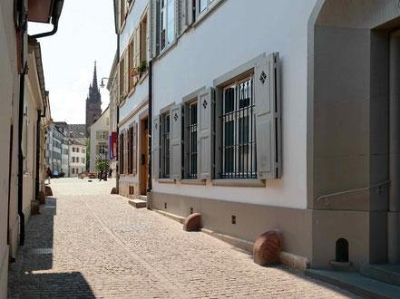 .....bis zum Münster. Dazwischen ist das Galerielokal mit Kaffestube