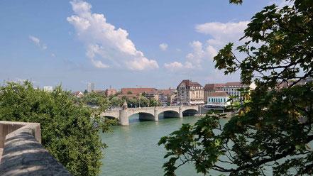 Oberhalb des Galerielokals die prächtige Aussicht auf den Rhein