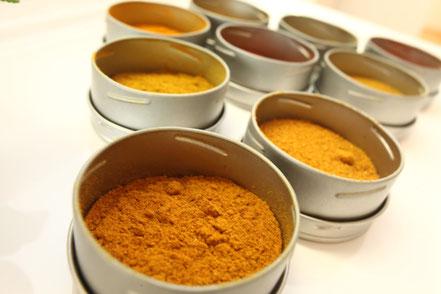 verschiedene Gewürze, Curry und andere