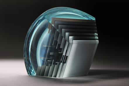 Chamber | cut, ground, laminated, hand polished glass | 30 x 30 x 23 cm | 2016 | ●