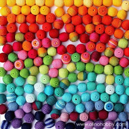 Вязаные разноцветные бусины