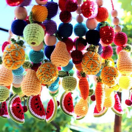 Вязаные миниатюрные фрукты, вязаные брелоки.