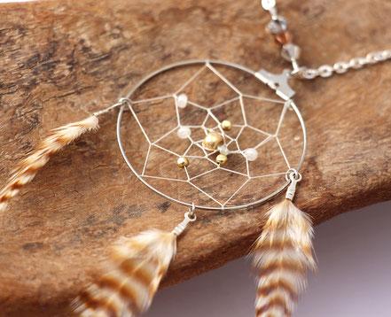 sautoir plumes naturelles, sautoir attrape-rêve, collier capteur de rêve, sautoir beige, cadeau femme original, bijoux de créateur