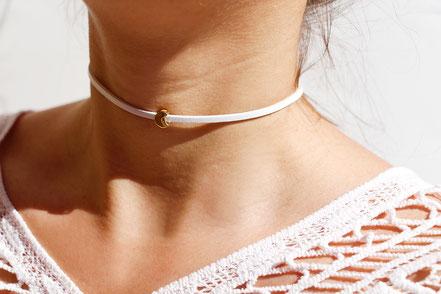 collier ras du cou, collier tour de cou, collier court cuir blanc, collier lune or, bijouc doré et blanc