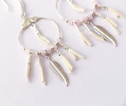 boucles oreille cuir, boucles oreille argent, boucles oreille plume, boucles oreille ethnique, bijoux fait main, bijoux ethnique-chic, bijoux raffiné, boucles d'oreille élégantes, bijoux cristaux de verre, bijoux franges de cuir, bijoux créateur