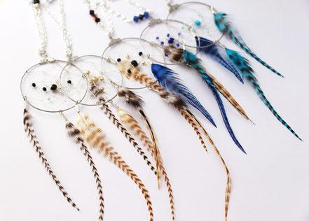 sautoir attrape-rêves, sautoir capteur de rêve, sautoir plumes, sautoir argenté, collier long, collier de créateur,