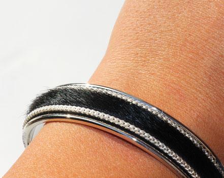 bracelet jonc, bracelet cuir, noir et argent, bijoux cuir et argent, bracelet cuir à poils, bracelet de créateur