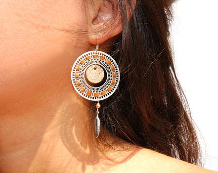 bijoux créateur, bijou fait main, bijoux cuir, créateur de bijoux, créatrice bijou, boucles d'oreille cuir, bijoux camel, boucles d'oreille marron, boucles d'oreille créôle, boucles d'oreille argent, bijoux plume, plume argent, sarayana,
