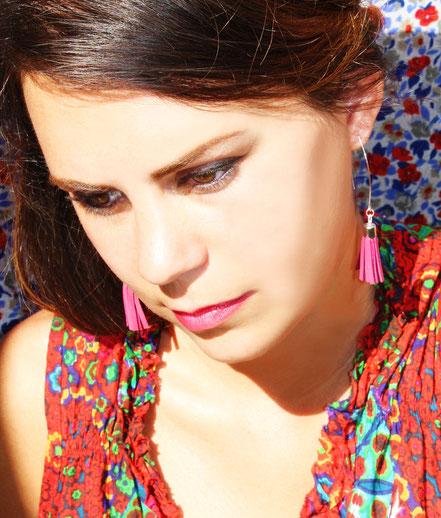 sarayana, création bijoux, bijoux cuir, pompon cuir, boucles d'oreille cuir, boucles d'oreille violet, boucles d'oreille argent, boucles d'oreille pompon, bijoux gipsy, bohême, ethnique, bijoux fait main, création bijoux, bijoux créateur