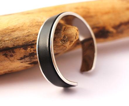 bracelet jonc, bracelet cuir, cuir et argent, noir et argenté, bracelet lanière de cuir noir, bracelet de créateur
