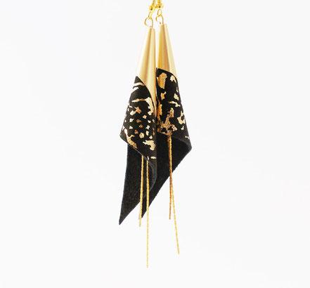 sarayana, bijoux fait main, boucles oreille cuir, bijoux cuir, noir et doré, bijoux élégant, bijoux raffiné, boucles oreille cône, boucles oreille arum, arum de cuir, bijoux soirée, bijoux fête, plaqué or, bijoux noir et or, bijoux moderne,