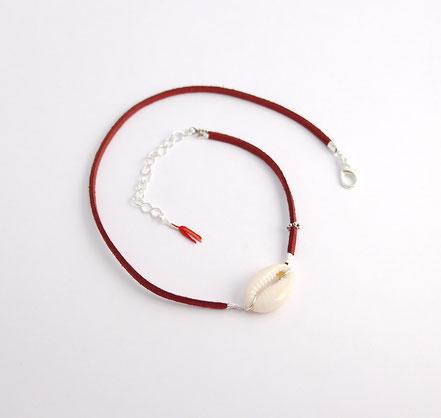 bijoux créateur, bracelet créateur, bijoux fait main, bracelet cuir, bracelet double touts, bracelet multi tours, bracelet cowrie, bracelet bordeaux, bijoux été, bracelet été, bracelet cuir suédé, bracelet plage, bracelet coquillage, bijoux ethnique-chic