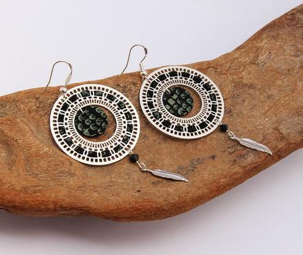 bijoux créateur, bijou fait main, bijoux cuir, créateur de bijoux, créatrice bijou, boucles d'oreille cuir, bijoux noir, boucles d'oreille noir peau de serpent, boucles d'oreille créôle, boucles d'oreille argent, bijoux plume, plume argent, sarayana