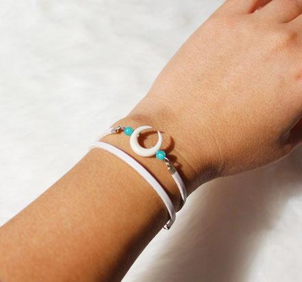bracelet cuir blanc, bracelet double tour, bracelet multitours, bracelet lune os taillé, bracelet lanières cuir, bracelet pierre amazonite, bracelet été, bijou créateur