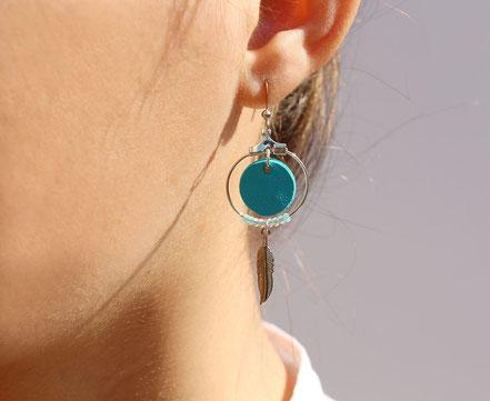 bijoux cuir, boucles d'oreille cuir, sarayana, bijoux turquoise et argenté, bijoux doré, boucles d'oreille plume argent, bijoux ethnique-chic, bijoux fait-main, boucles d'oreille ethnique-chic, boucles d'oreille créôle, bijoux élégant, bijoux créateur