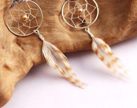 boucles d'oreille attrape reves, boucles d'oreille plumes, boucles d'oreille ethnique, boucles d'oreille argent, bijoux attrape-reves, bijoux plumes, beige , bijoux de créateur