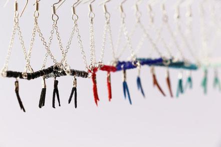 sarayana, bijoux créateur, création bijoux, bioux fait main, créateur de bijoux, boucles d'oreille triangle, bijoux triangle, bijoux géométrique, bijou moderne, boucles d'oreille noir argenté, boucles d'oreille argent, bijoux pierre fine hématite