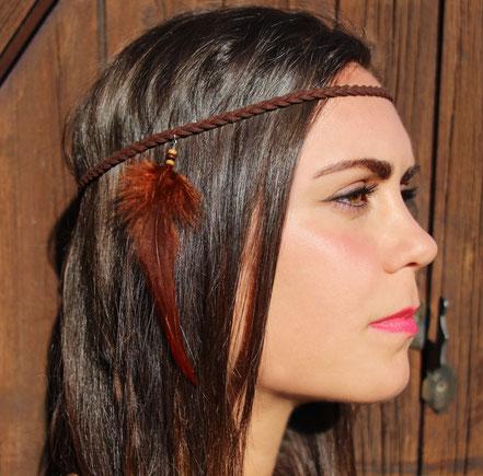 sarayana, bijoux de cheveux, headband, accessoire cheveux, plume de coq, lanière cuir, cuir tressé, amérindien, ethnique chic, squaw