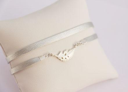 bracelet fin, bracelet cuir, lanière de cuir, argenté, cuir d'agneau véritable, bijoux fait main, plume argent, bijoux plume, bijoux cuir, sarayana