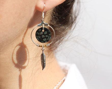 bijoux cuir, boucles d'oreille cuir, sarayana, bijoux noir et argenté, bijoux doré, boucles d'oreille plume argent, bijoux ethnique-chic, bijoux fait-main, boucles d'oreille ethnique-chic, boucles d'oreille créôle, bijoux élégant, bijoux créateur