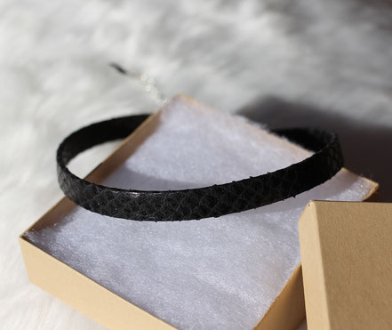 collier ras du cou, collier cuir noir peau de serpent, choker necklace, leather choker, tour de cou noir peau de serpent, collier moderne
