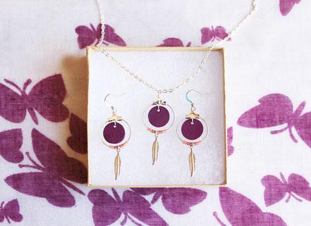 collier cuir, bijoux cuir, collier plume, collier argent, ras de cou, Violet et argenté, collier chaîne, bijoux créateur, bijou fait main, bijoux ethnique-chic, collier élégant, bijoux soirée, bijoux fin, collier raffiné, collier court,