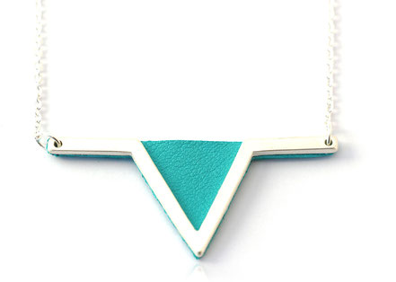 bijoux cuir, collier cuir, turquoise et argent, collier géométrique, collier triangle, bijoux géométrique, plaqué argent, bijoux moderne, bijoux élégant, bijoux de soirée, bijoux fait main, sarayana