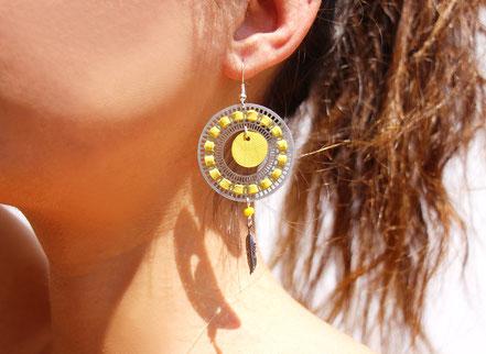 bijoux créateur, bijou fait main, bijoux cuir, créateur de bijoux, créatrice bijou, boucles d'oreille cuir, bijoux jaune, boucles d'oreille jaunes, boucles d'oreille créôle, boucles d'oreille argent, bijoux plume, plume argent, sarayana,