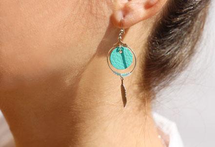 boucles d'oreille cuir, bijoux cuir, mint, bijoux argent, créôle, boucles d'oreille ethnique, bijoux ethnique, bijoux fait main, boucles d'oreille plume, plume argent, sarayana, abijoux perle miyuki, bijoux élégant, bijoux femme, bijoux raffiné,