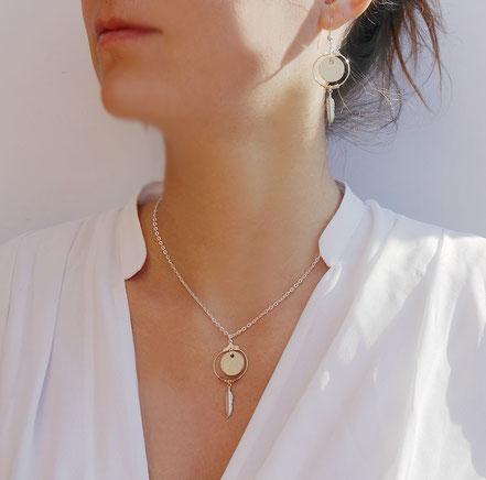 collier cuir, bijoux cuir, collier plume, collier argent, ras de cou, argenté et doré, collier chaîne, bijoux créateur, bijou fait main, bijoux ethnique-chic, collier élégant, bijoux soirée, bijoux fin, collier raffiné, collier court,