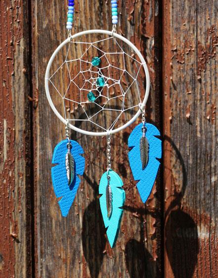 sarayana, bijoux fait main, création bijoux, créateur bijoux, bijoux cuir, sautoir cuir, sautoir amérindien, bijoux attrape-rêves, capteur de rêve, dreamcatcher, sautoir plumes, sautoir bleu, sautoir attrape rêve, plume de cuir