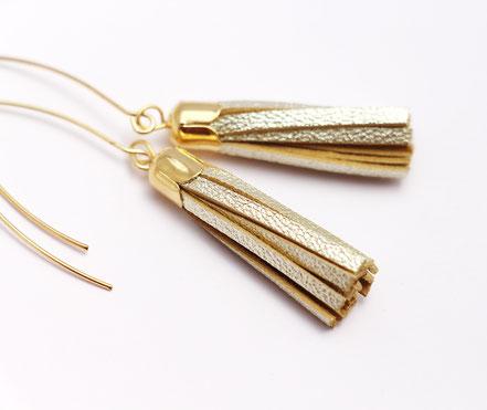 bijoux créateur, création bijoux, bijoux fait main, boucles d'oreille de créateur, bijoux de soirée, bijou moderne, boucles d'oreille de soirée, champagne doré, bijoux doré, long crochet d'oreille, bijoux élégant
