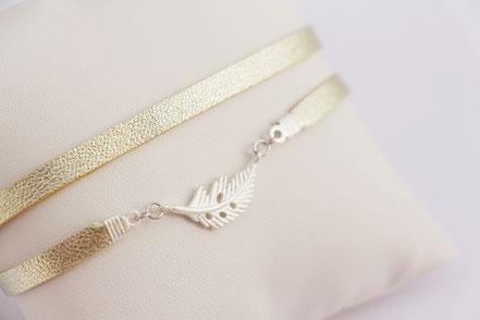 bracelet cuir d'agneau, bracelet doré, lanière de cuir, bijoux fait main, plume argent, bracelet plume, bijou faits main, sarayana, doré argenté