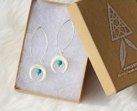 boucles d'oreille blanche, boucles d'oreille argent, boucles d'oreilles os blanc taillé lune, boucle d'oreille turquoise, bijou été, parure bijoux