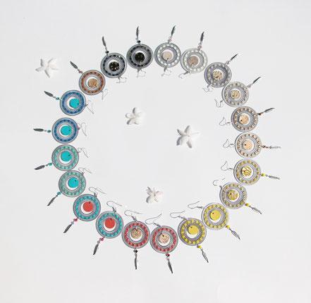bijoux créateur, bijou fait main, bijoux cuir, créateur de bijoux, créatrice bijou, boucles d'oreille cuir, bijoux noir et argenté, boucles d'oreille argent, boucles d'oreille créôle, boucles d'oreille argent, bijoux plume, plume argent, sarayana
