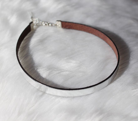 collier ras de cou, tour de cou, collier cuir argenté, choker necklace, leather choker, collier lanière cuir argenté