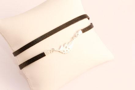 bracelet multitours cuir, lanières de cuir, noir argent, plume argent, bijoux fait main, bracelet fin élégant, bijoux chic