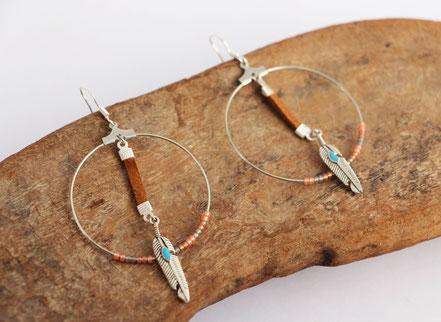sarayana, boucles d'oreille créole, bijoux cuir, plume argent, perles miyuki, bijoux fait main, amérindien, ethnique chic, boho,