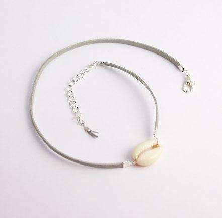 bijoux créateur, bracelet créateur, bijoux fait main, bracelet cuir, bracelet double touts, bracelet multi tours, bracelet cowrie, bracelet argenté bijoux été, bracelet été, bracelet cuir suédé, bracelet plage, bracelet coquillage, bijoux ethnique-chic