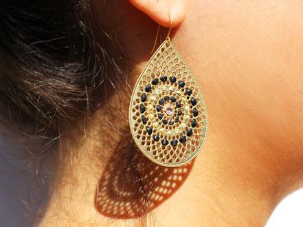 bijoux de créateur, boucles d'oreille de créateur, noir et doré, boucles d'oreille cuir, boucles d'oreille plaqué or, boucles d'oreille originales, bijoux de soirée, noir et or, bijoux fait main, sarayana