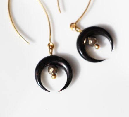 boucles d'oreille or, boucles d'oreille lune corne noire taillée, boucles d'oreille pyrite, boucles d'oreille long crochet, bijou boho