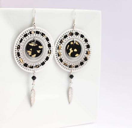 sarayana, bijoux cuir, boucles d'oreille cuir, boucle d'oreille noir doré, boucles d'oreille plume argent, bijoux fait main, création bijoux, bijoux créateur