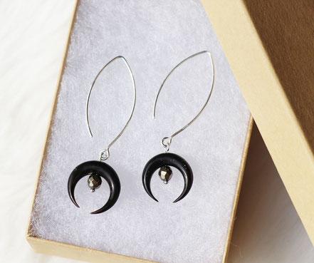 boucles d'oreille argent 925, boucles d'oreille pyrite, boucles d'oreille long crochet, boucles d'oreille lune corne noire taillée