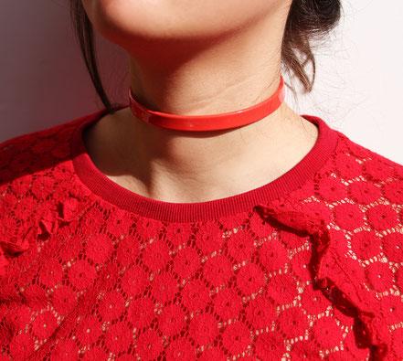 collier ras du cou, tour de cou, collier rouge, collier cuir rouge brillant, collier moderne, choker necklace, collier cuir