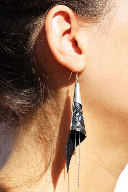 boucles d'oreille cuir, boucles d'oreille cone, noir et argenté, bijoux nouvel an, bijoux noël, bijoux de créateur, boucles d'oreille de créateur, bijoux moderne, boucles d'oreille élégante et raffinées
