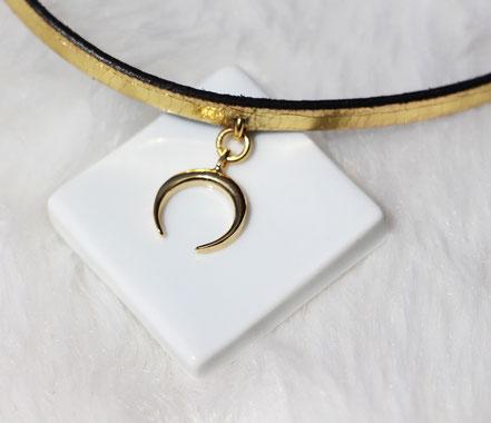 collier tour de cou, collier court, collier or, collier doré, collier lune, lune or, bijoux lune, lanière de cuir doré