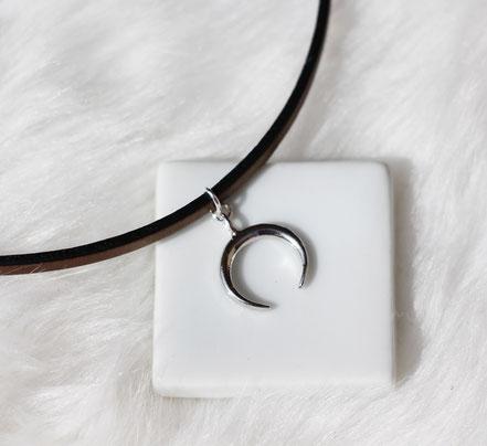 collier ras du cou, tour de cou, collier court, collier lanière de cuir bronze, collier lune argent, collier boho, collier court lune